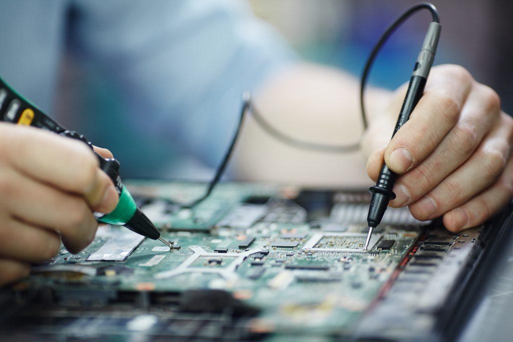 Профессиональный ремонт и обслуживание электроники.