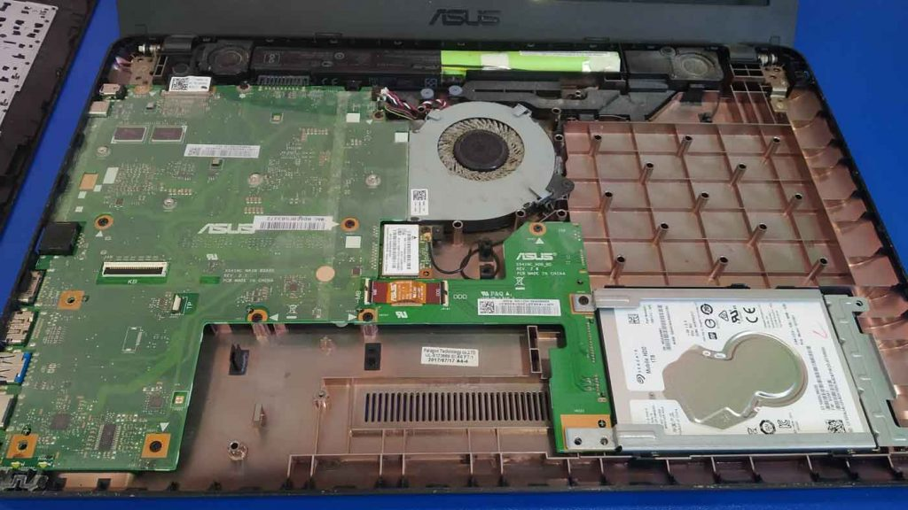 Ремонт ноутбуков, чистка и замена термопасты.